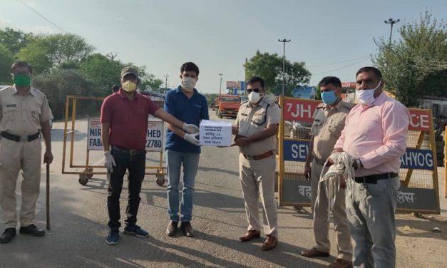 YPF Team Bahadurgarh distributed washable masks to Police Administration