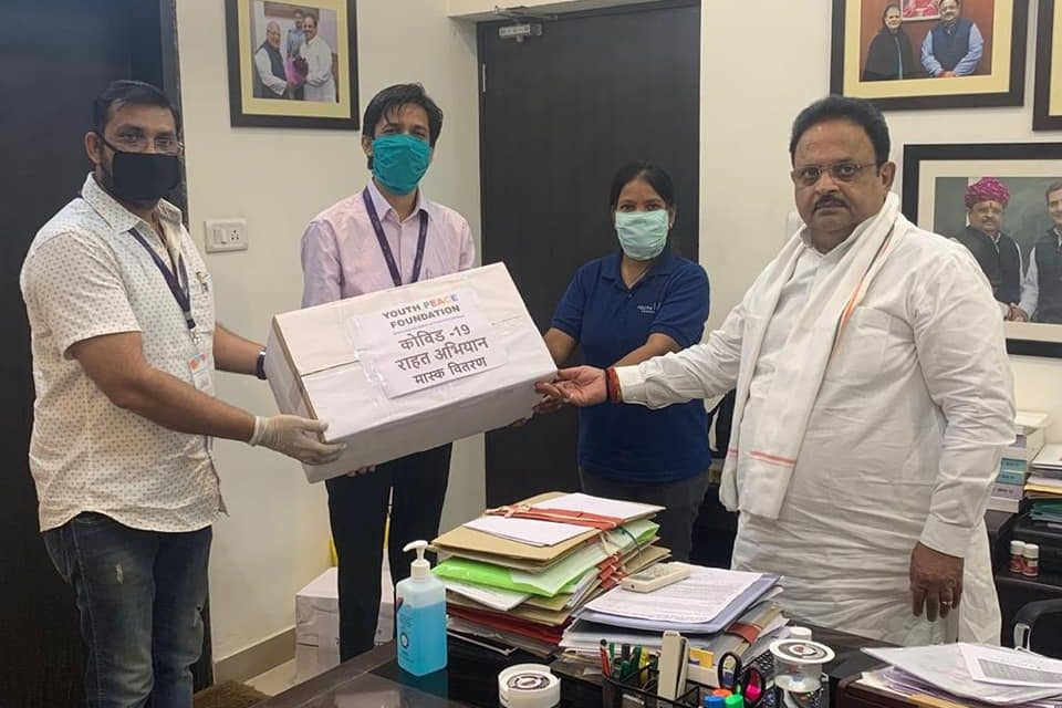 YPF Team distributed Masks to Rajasthan Health Minister